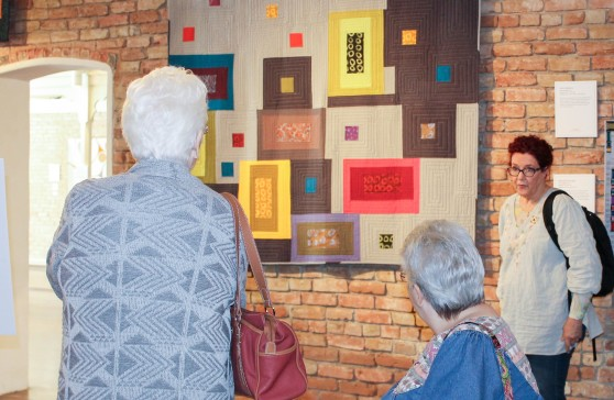 Leslie Tucker Jenison talks about her quilt, Aerial Geometry. Leslie is a member of the San Antonio MQG.
